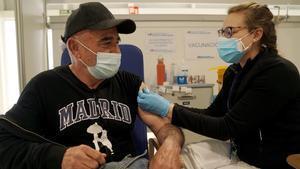 Vacunación con la vacuna de AstraZeneca en el Hospital de Emergencias Isabel Zendal de Madrid