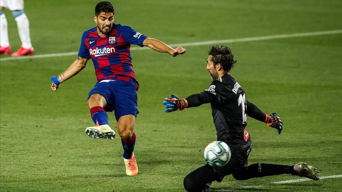 El gol de Luis Suárez a Diego López, en el Barça-Espanyol, con el que superaba a Kubala.