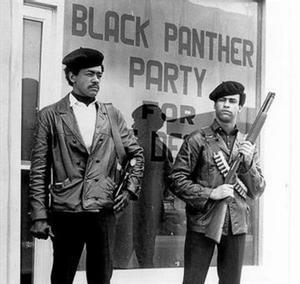 Foto icònica de Bobby Seale, esquerra, i Huey Newton, fundadors de l'organització.
