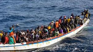 Almenys 140 morts a l'enfonsar-se un 'cayuco' que anava a les Canàries