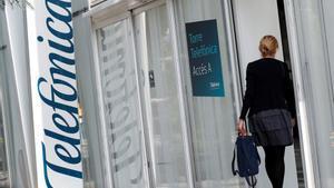 El gigante español de las telecomunicaciones calcula que con la venta de sus filiales en Centroamérica habrá reducido la deuda en unos 1.400 millones de euros.