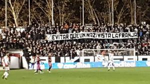 Una de las pancartas dedicadas a Zozulia en el estadio de Vallecas en el Rayo-Albacete.