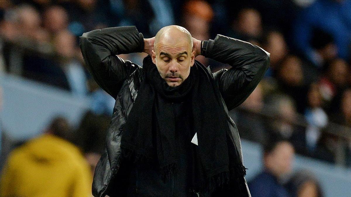 Pep Guardiola, impotente durante el derbi.