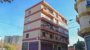 Edificio del barrio zaragozano de Oliver en el que se halló la maleta donde estaba el cadáver de la víctima.