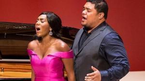 Pene Pati y J'Nai Bridges, durante su actuación en el festival de Torroella.