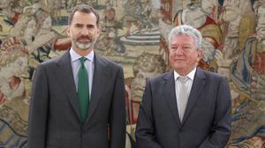 "Homs avisa al Rey de que habrá un referéndum en Catalunya ""caiga quien caiga"""