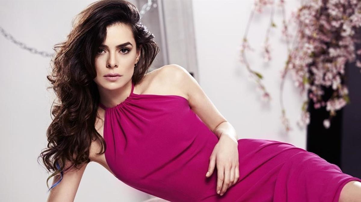 Özge Özpirinçci, estrella de la serie turca 'Mujer.