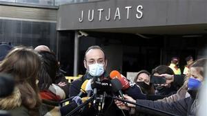 El abogado de la familia Jubany, Benet Salellas, atiende a los medios de comunicación a la salida de los Juzgados de Sabadell, el 15 de enero del 2012.