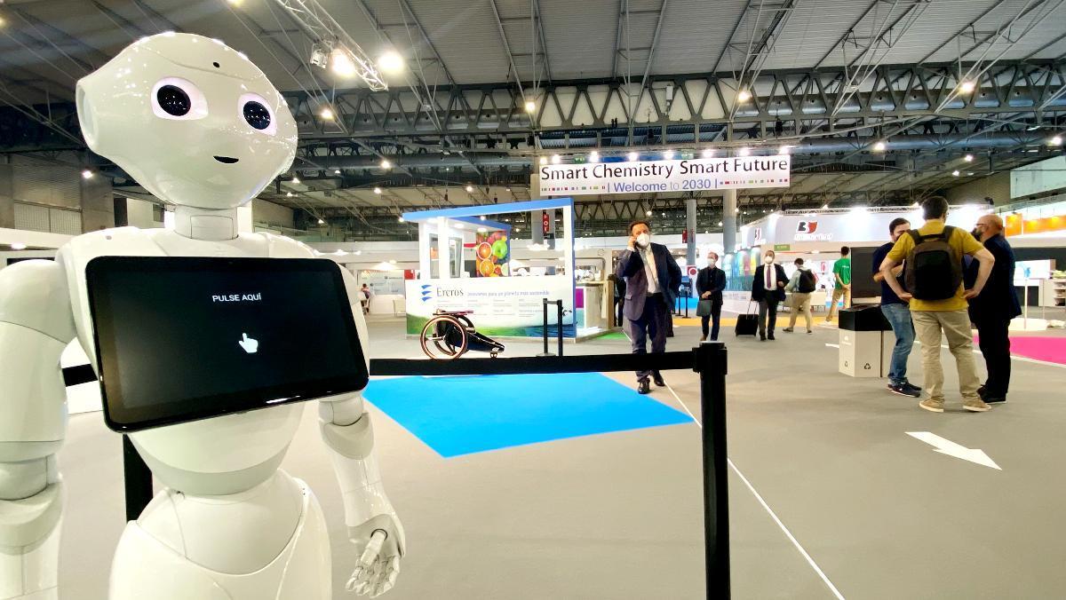 El robot Pepper, en la feria Expoquimia de Barcelona.