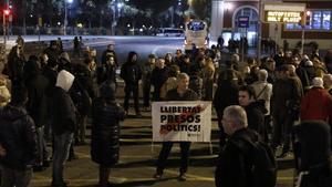 CDR independentistas cortan la AvdaMeridiana en Fabra i Puig para protestar por la sentencia del Proces independencia