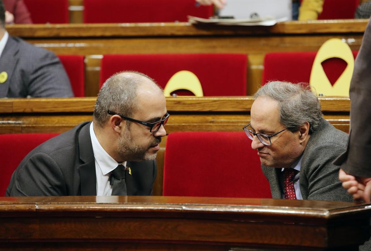 Miquel Buch y Quim Torra, en el Parlament.