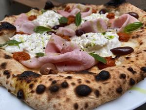 Una de las pizzas del restaurante Sartoria Panatieri.