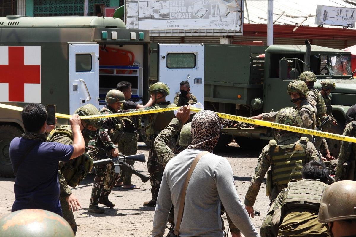 El doble atentado mató a ocho soldados, un policía y seis civiles, según el último recuento de víctimas.