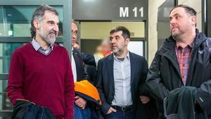 Jordi Cuixart, Josep Rull, Jordi Sànchez y Oriol Junqueras durante su traslado a Madrid.