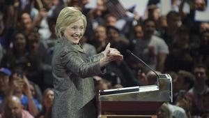 Hillary Clinton celebra su victoria en las primarias de Pensilvania.