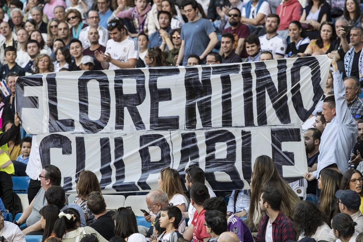 Una pancarta en el Bernabéu retirada.