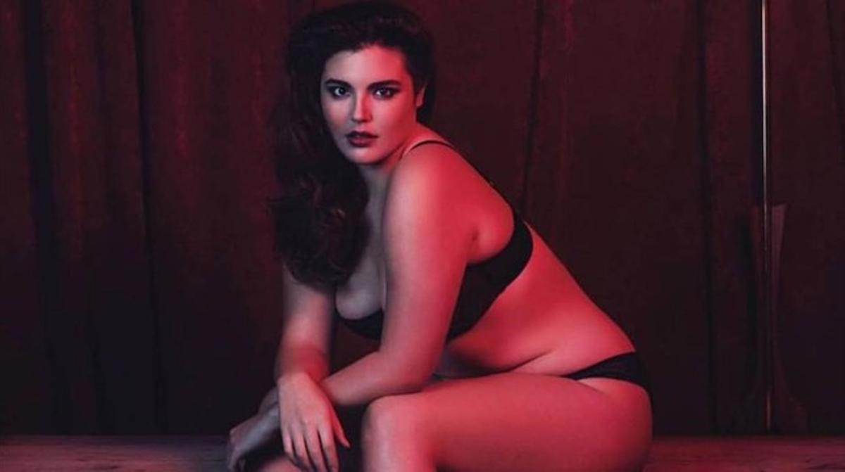 Alessandra García posa en ropa interior para 'Slink Magazine',una revista de moda especializada en tallas grandes.