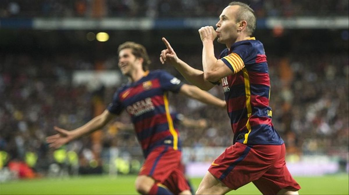 Iniesta celebra su golazo, el 0-3, en el Bernabéu.