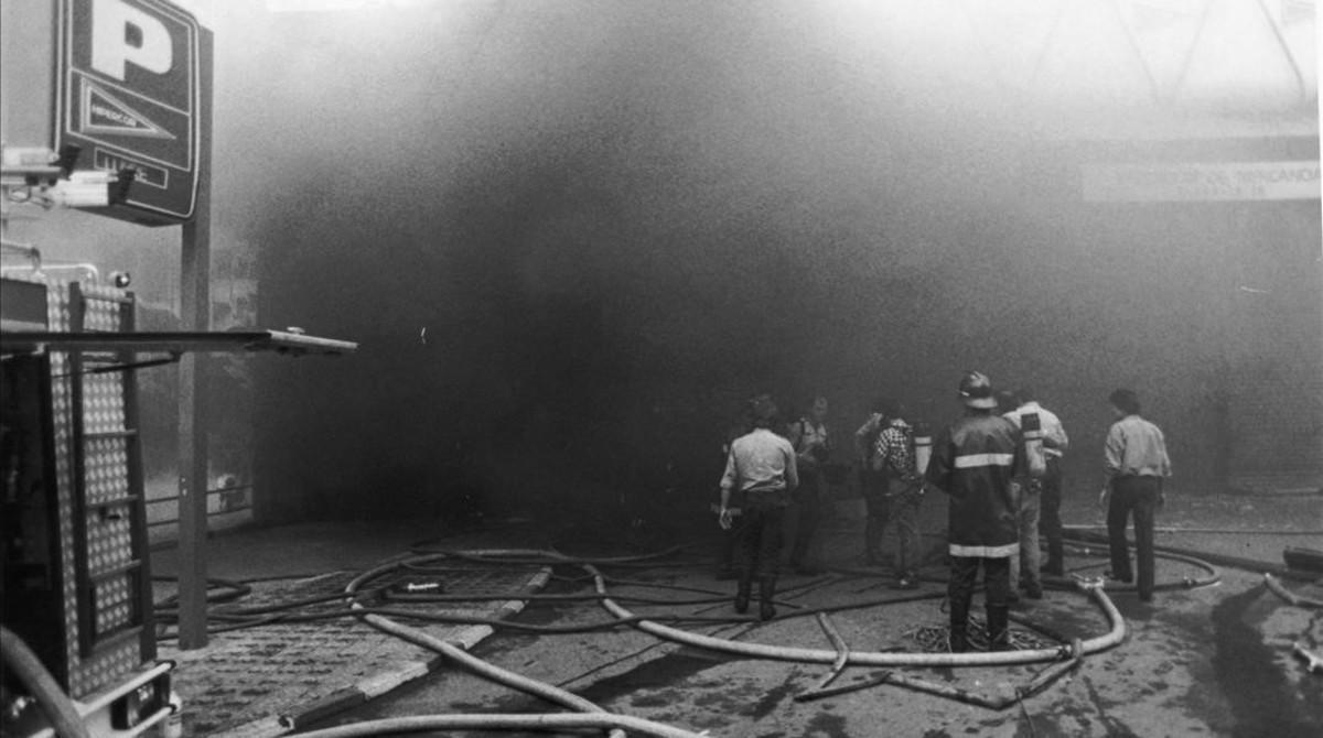 Los almacenes de Hipercor, poco después de la explosión de la bomba de ETA, el 19 de junio de 1987.