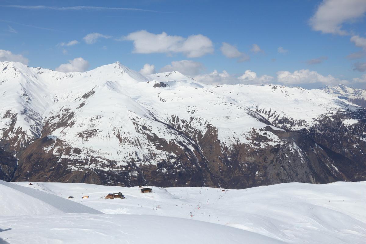 Los Alpes franceses, nevados, cerca de la localidad de Valloire.