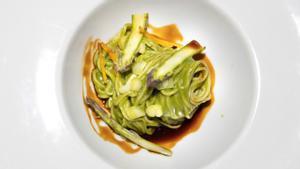 La millor recepta asiàtica d'Espanya: 'noodles' amb curri verd d'espinacs i espàrrecs