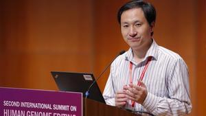 El profesor He Jiankui, durante su intervención en la Conferencia de Edición del Genoma Humano de Hong Kong, el pasado miércoles.