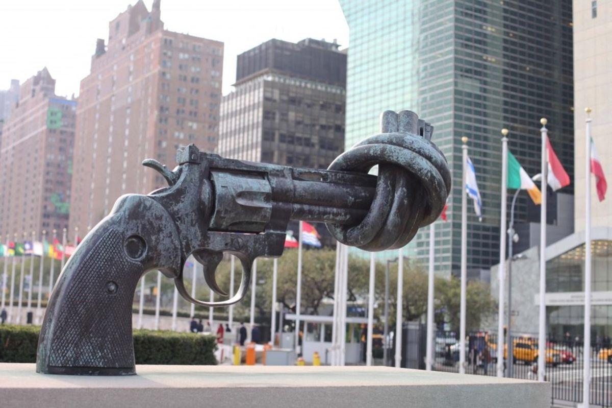 Un monumento contra las armas.