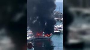 Incendio en el puerto de Palamós