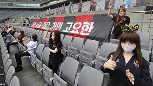 Un equip de Seül es disculpa per utilitzar nines inflables com a espectadores