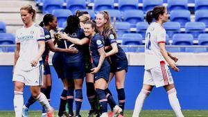 Las jugadoras del PSG celebran su clasificación para semifinales.