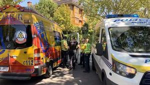 Vehículos de emergencias, en el lugar del atropello mortal en Aravaca (Madrid)