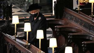 Isabel II, en el funeral de Felipe de Edimburgo, en la capilla de san Jorge del castillo de Windsor, el sábado pasado.