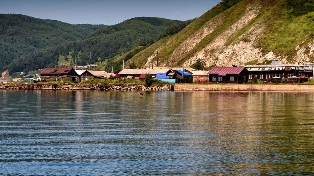 Un pueblo a orillas del lago Baikal, en Rusia.