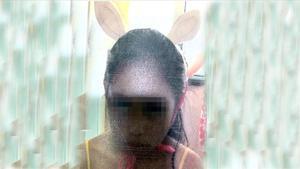 La niña Naiara, con las orejas de burroque le ponía su familia política.