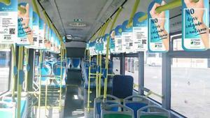 'Perching' que se ha colocado en los autobuses de la campaña 'No dejes colgado al Autismo'.