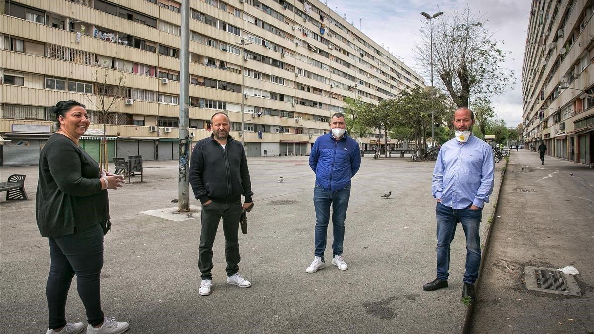 Cuatro marchantes en La Mina. (De izq a der: el tercero es Lluís Bernal y el cuarto José Manuel Heredia).