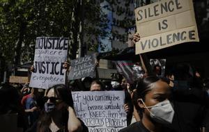 Manifestación frente a la embajada de Estados Unidos en Madrid por la muerte de George Floyd.