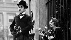 Un fotograma de 'Luces de la ciudad', una obra maestra de Chaplin.