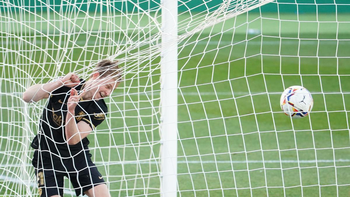 De Jong acaba de remachar sobre la línea el primer gol del Barça.