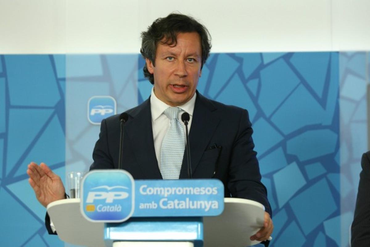 El dirigente del PP Carlos Floriano, en una rueda de prensa en Barcelona.
