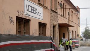 Badalona inicia la demolició de l'antiga fàbrica Mobba