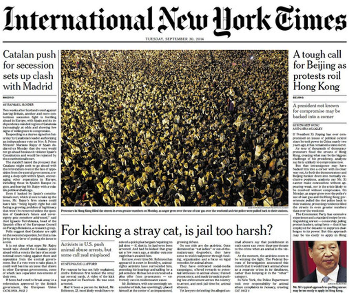 La noticia de la suspensión de la consulta, en la portada de la edición europea de 'The New York Times'.