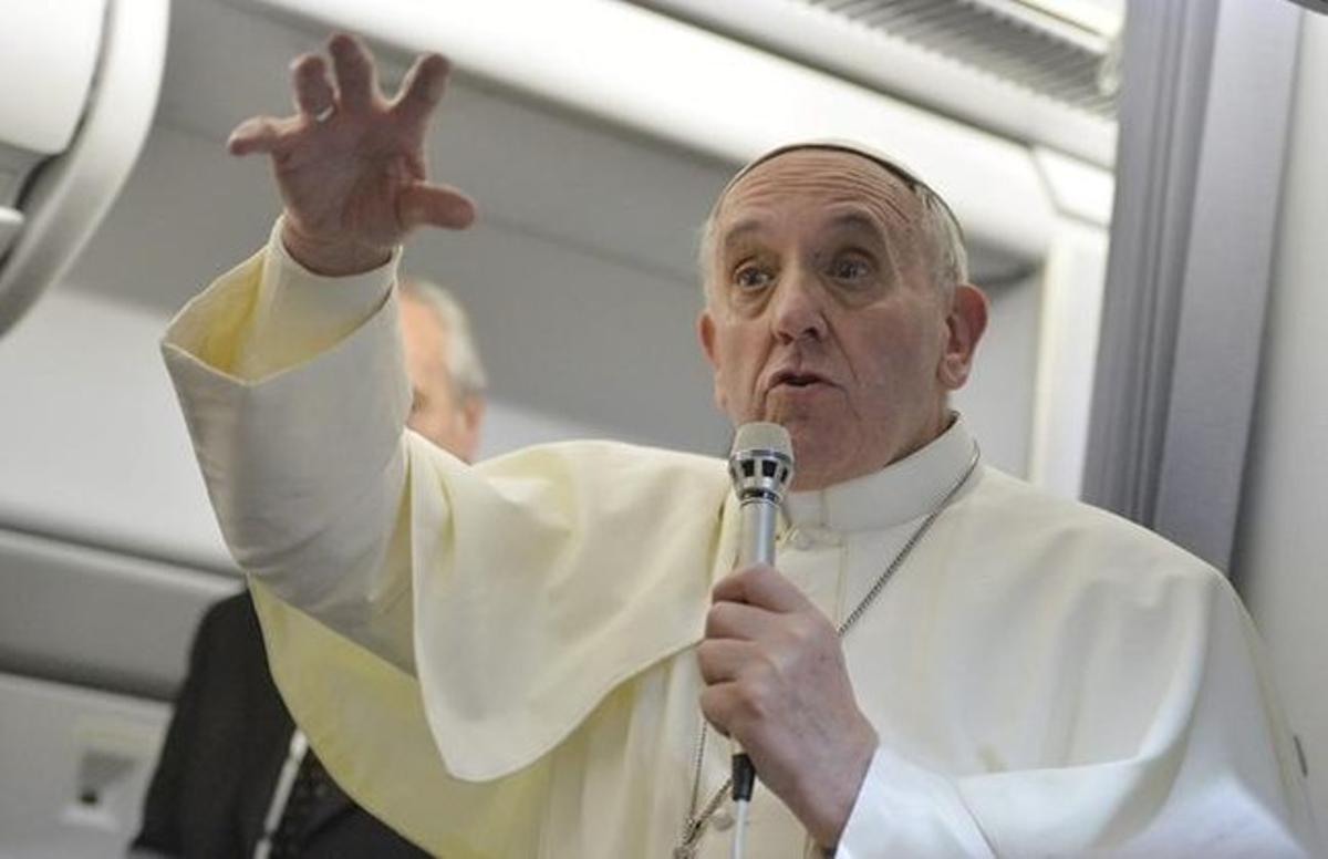 El Papa, en el avión en que ha regresado de Brasil.