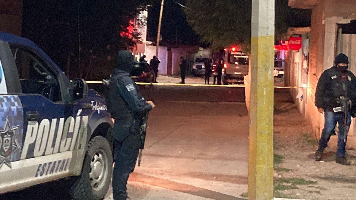 La policía acude a la escena de uno de los crímenes.