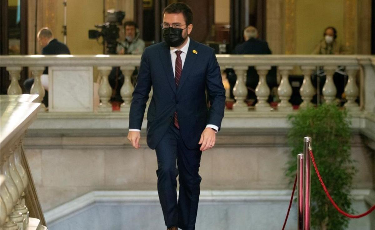 Pere Aragonès llega al Parlament para afrontar su primer debate de investidura.