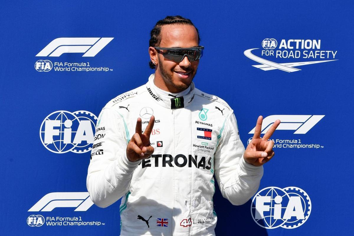 Hamilton celebra su pole en el GP de Francia.