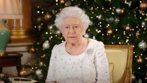 La reina Isabel II durante el discurso de Navidad