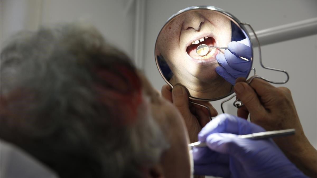 Luz verde para el dentista de Colau