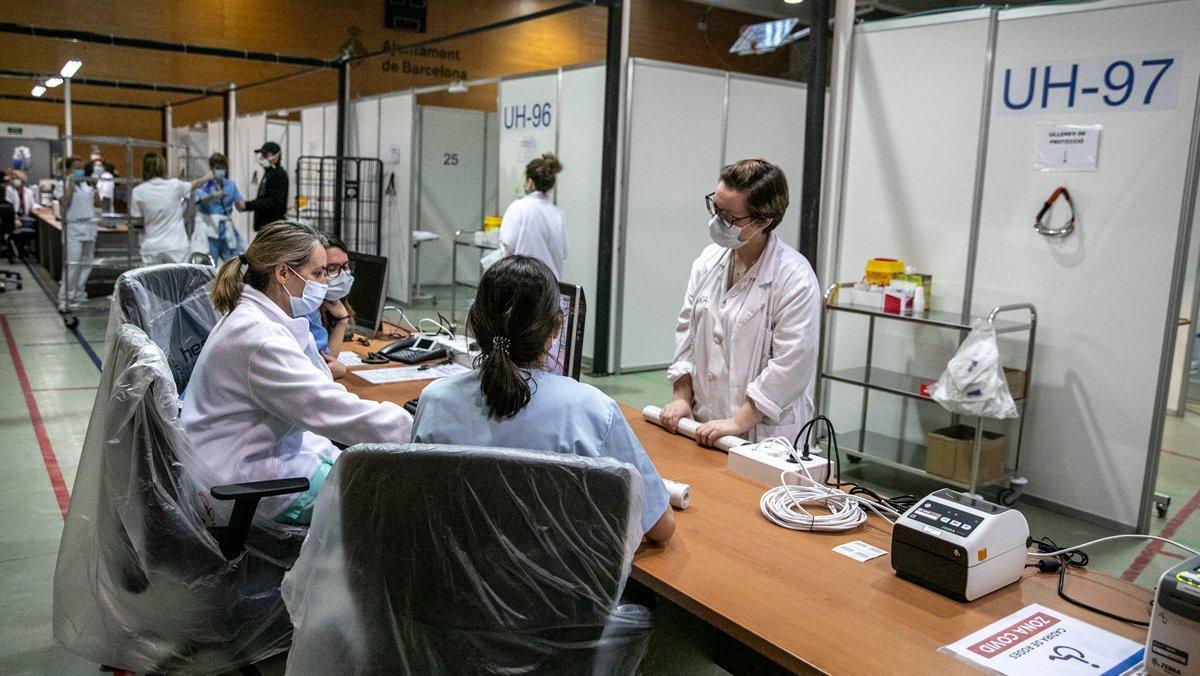 Profesionales sanitarias trabajando en uno de los nuevos pabellones Salut.
