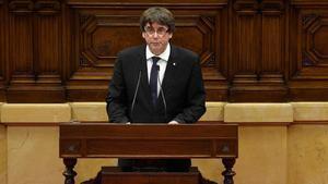 Carles Puigdemont durante su intervencion en el Parlament